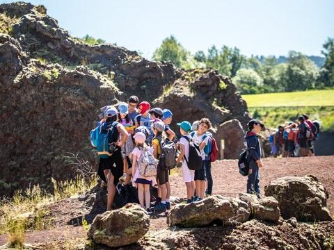 Visite scolaire niveau cycle 3 au volcan de Lemptégy en Auvergne